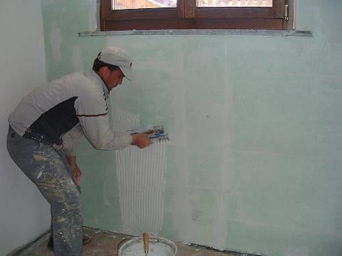 Come togliere la muffa dai muri di casa - Togliere umidita in casa ...
